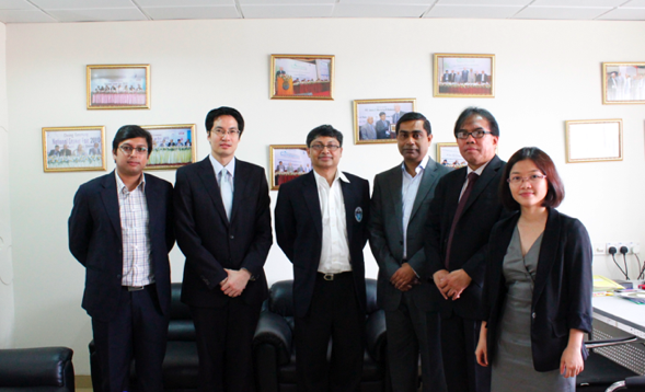 (From left to right) Prof. Khondker Galib B Mohiuddin, Mr Lawrence Chong (CEO at Consulus), Dr Abdul Hannan Chowdhury (Dean & Professor at School of Business, North South University), Mr Zahid Hassan Khan (Country Representative of Consulus in Bangladesh), Mr Rawi Bin Admed (Director at Consulus), Ms Helena Pham (Senior Manager at Consulus)