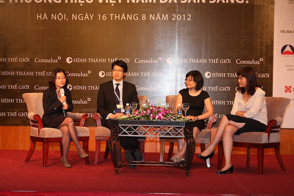 Panel Discussion: What must Vietnamese brands do to shape the world? (Left to right): Ms Helena Pham, Mr Lawrence Chong, Ms Vũ Hạnh Nga, Ms Mai Trang Thanh.