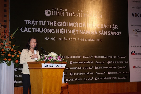 Mdm Phạm Thị Thu Hằng, Secretary General of Vietnam Chamber of Commerce and Industry during opening address.